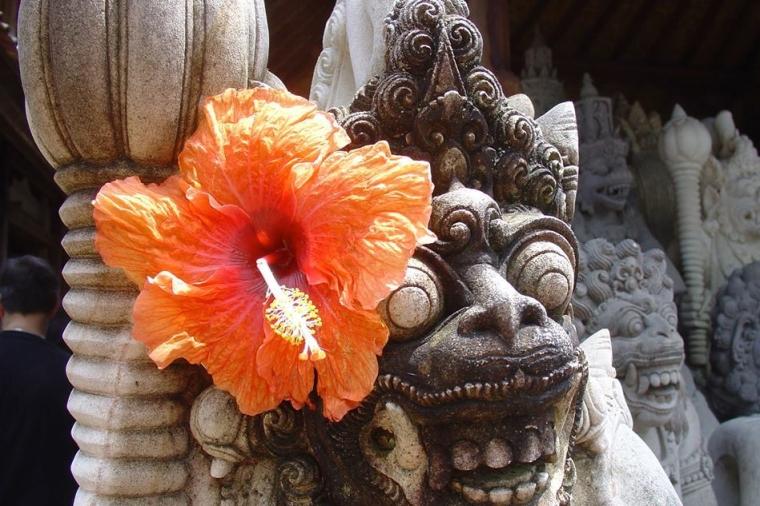 statuie floare